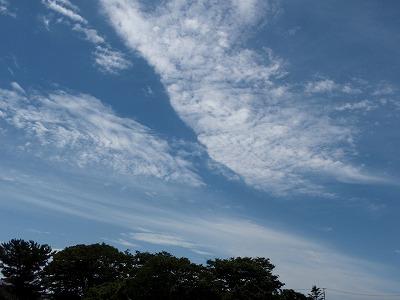 分かれる雲