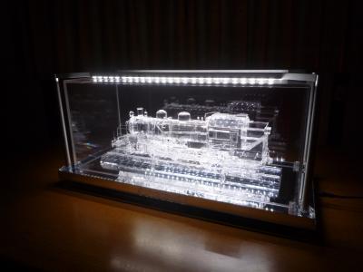 アクリル機関車 暗闇で光る!