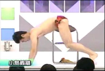 小刻みに揺れる小島義雄