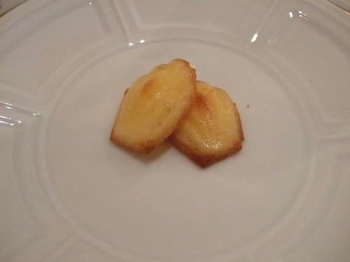 ル・ヴェルデュリエ - パルメザンチーズのマドレーヌ.jpg