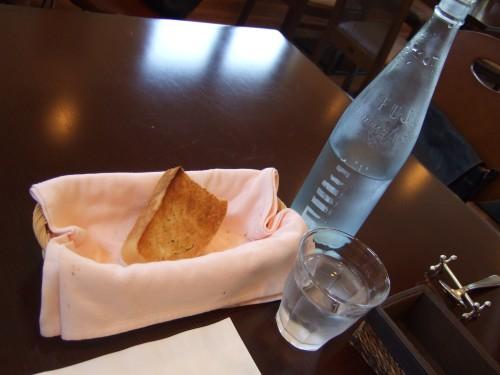 ビストロ・ノーブル - 水とパン.jpg