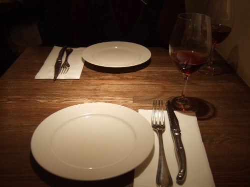 煮込みや なりた テーブル席.jpg