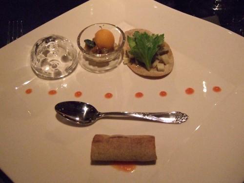 SALONE 2007 -080308- 01.3種の魚貝のタルターラ ポンペイ産グリーンペッパーの香り.jpg