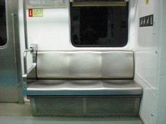 地下鉄の椅子