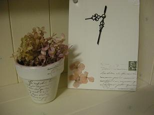 テラコッタ鉢とドライ紫陽花