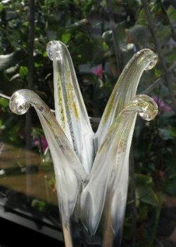 ガラスの花びらです