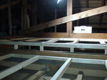屋根裏 工事中