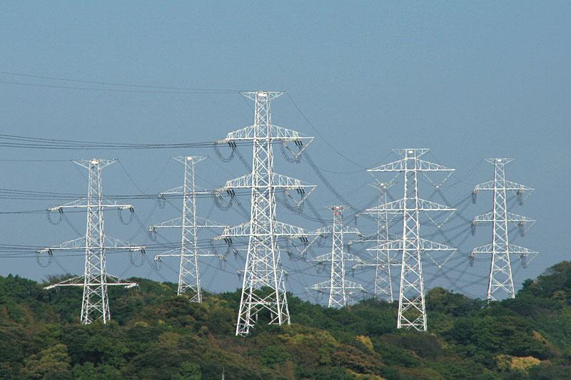 武山の送電鉄塔