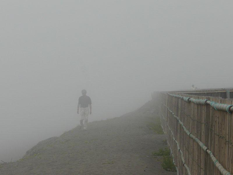 080713霧の平塚海岸3