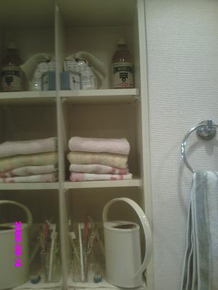 洗面所右の棚 整理後