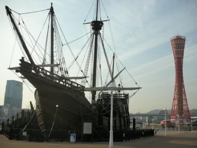 ポートタワーと船