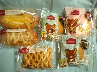 大量のパンの山・・・