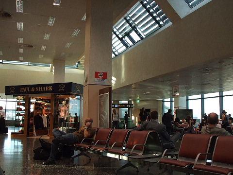ミラノ・マルペンサ空港出発ロビー
