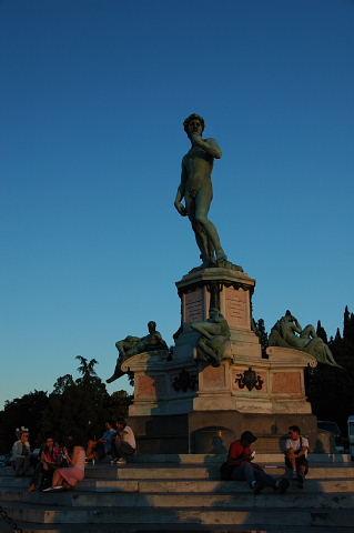 ダヴィデ像のレプリカ