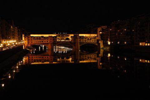 夜のヴェッキオ橋