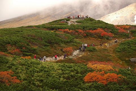 旭岳展望台を望む