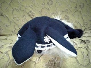 ウサギの帽子の部分が全部かぶっちゃって困ってるひな君(*≧ω≦*)♪