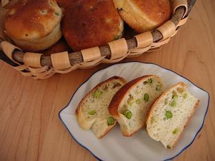 豆入りもちきびパン
