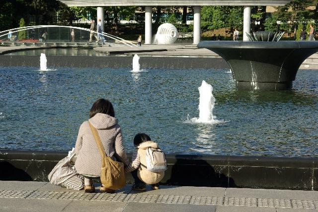 皇居前の公園にて