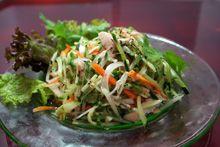 タイ料理青パパイヤと蒸し撮のサラダ