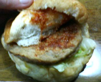 中井パン店のハンバーガー
