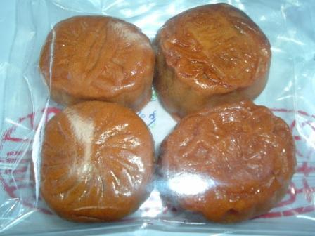 菜香中華街大通り売店のイートインの月餅
