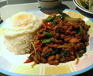 ソムオーの鶏肉のバジル炒めランチ