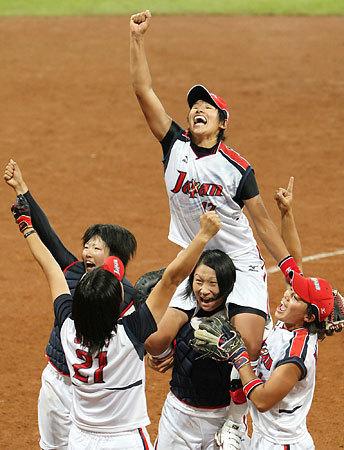 上野選手を肩ぐるま
