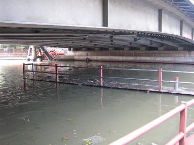 センセープ運河の船乗り場20061011-08:00頃