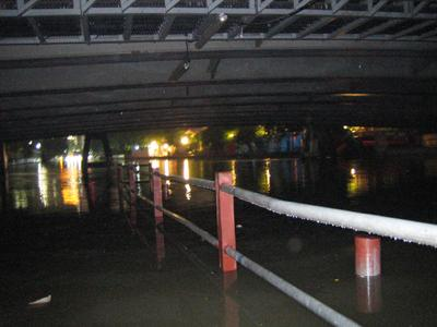 センセープ運河の船乗り場20061010-20:00頃