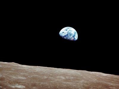 地球の出2
