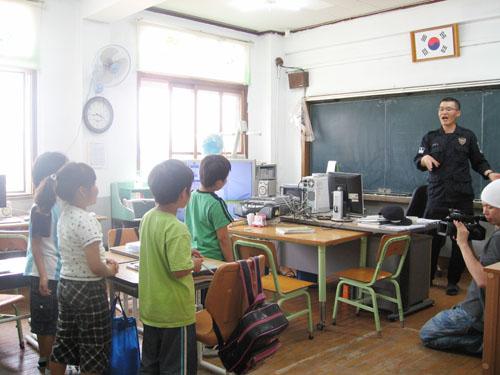 090616島の小学校01