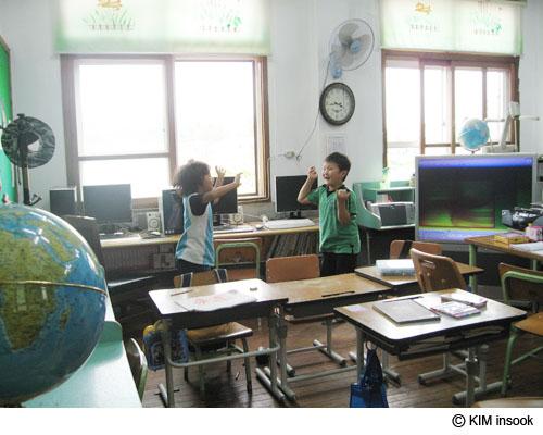 090616島の小学校02