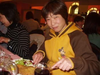 ミラノ風カツレツを食べる