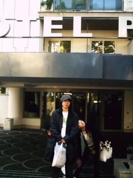 hotel前で