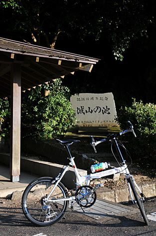 湊山公園駐車場入口
