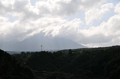 雲で見えない大山