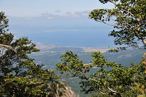 曲がって見えるのは弓ヶ浜半島