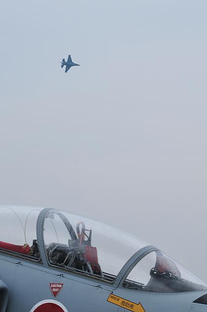 旋回中のF-2