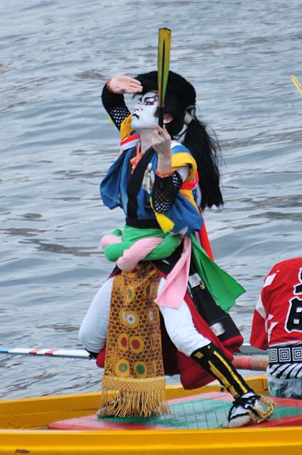 櫂伝馬踊り中の剣櫂