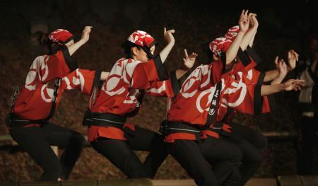 男踊りの女達