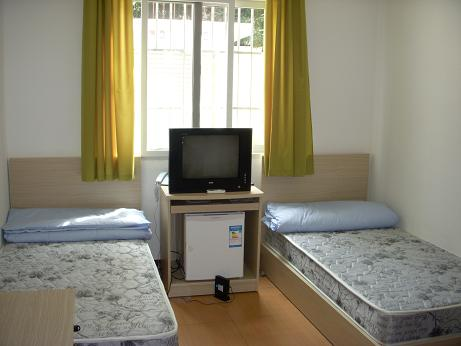 東華大学留学生寮2室内