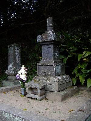 安養院北条政子の墓20090404