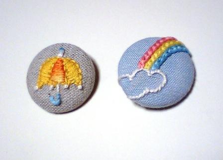 傘と虹のくるみボタン