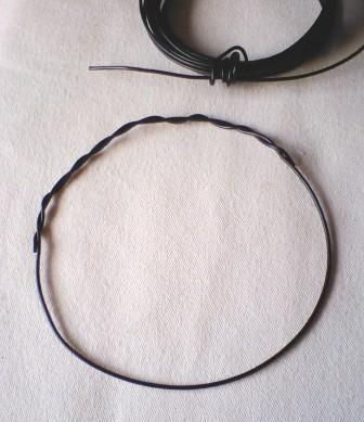 ワイヤーで輪をつくる