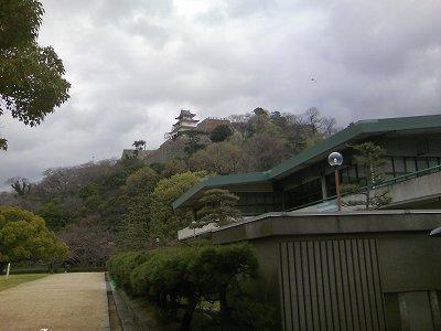丸亀城資料館側