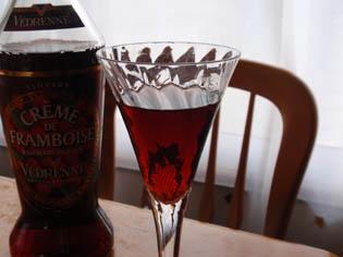 ラズベリーのお酒 グラス