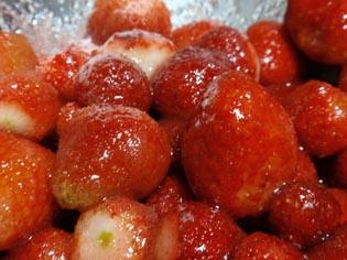 砂糖かかった苺