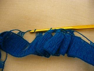 フリルテープ編み編み1