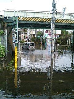 水に浸かる車